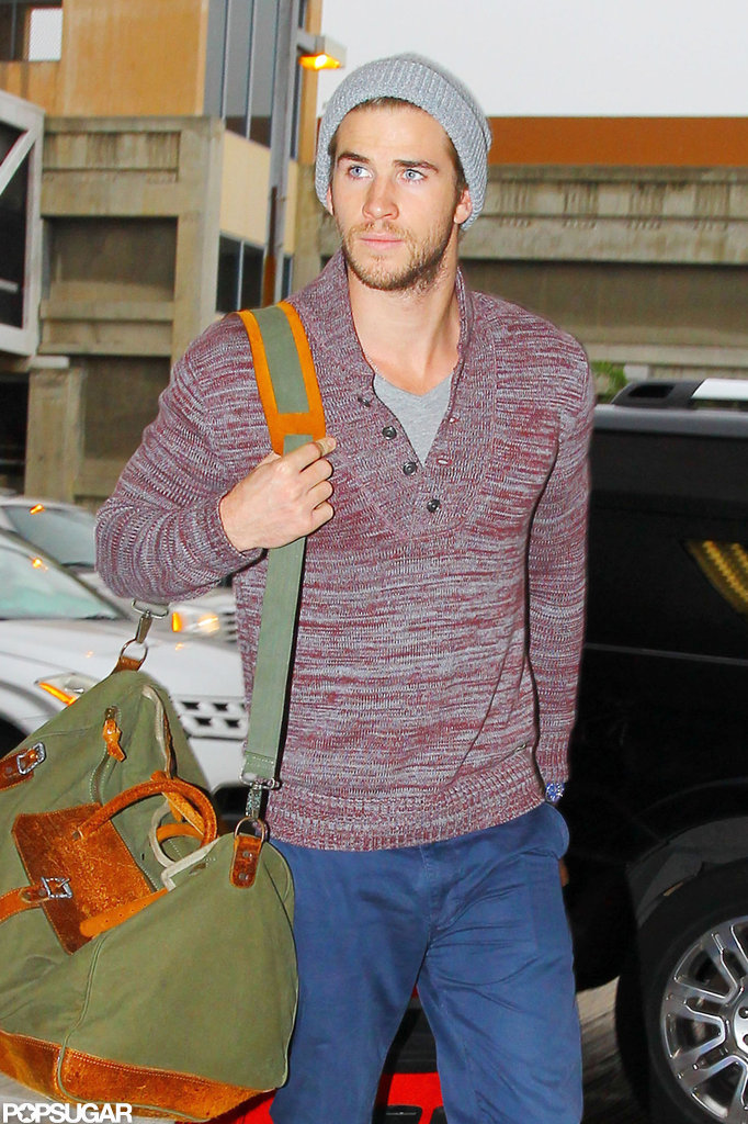 Liam Hemsworth traveled in a casual sweater.