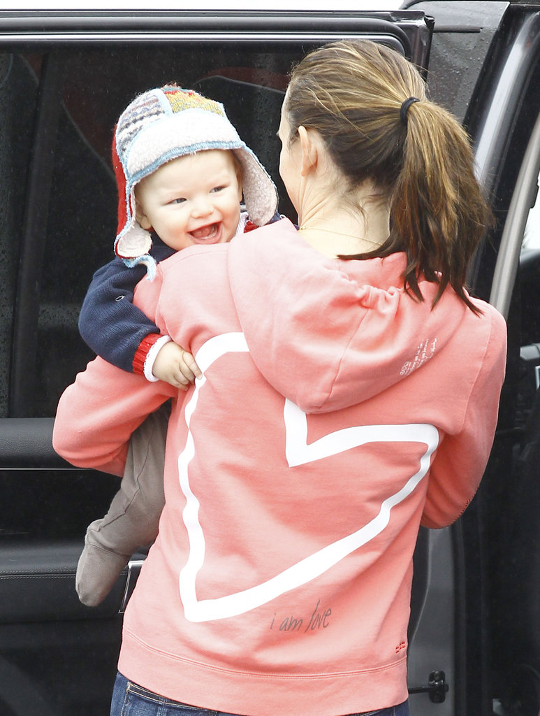 Samuel Affleck had a huge smile as Jennifer Garner picked him up.