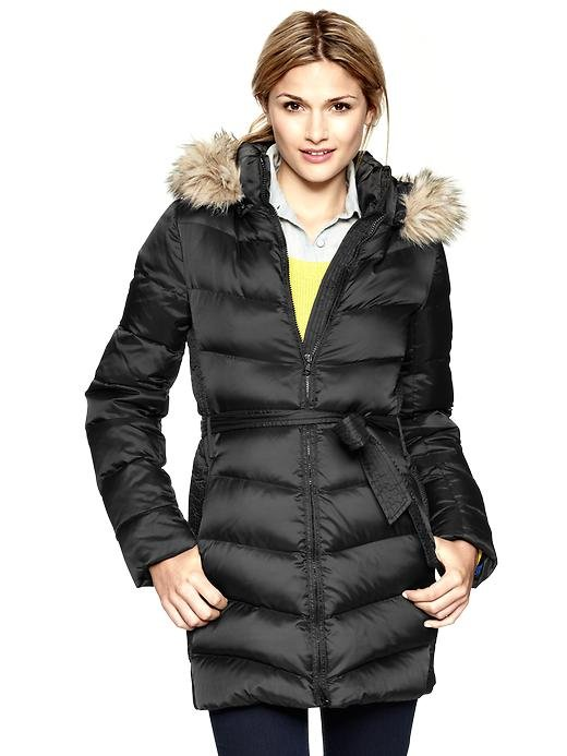 This Gap Fur-Trim Puffer Jacket ($198) boasts a sleek shape, faux-fur collar, and tie at the waist for an extraflattering fit.