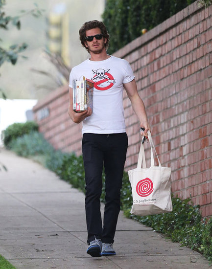 Andrew Garfield held onto books and a bag.
