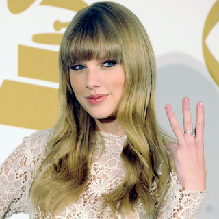 Taylor Swift at Grammy Nominations Concert 2012 | Video