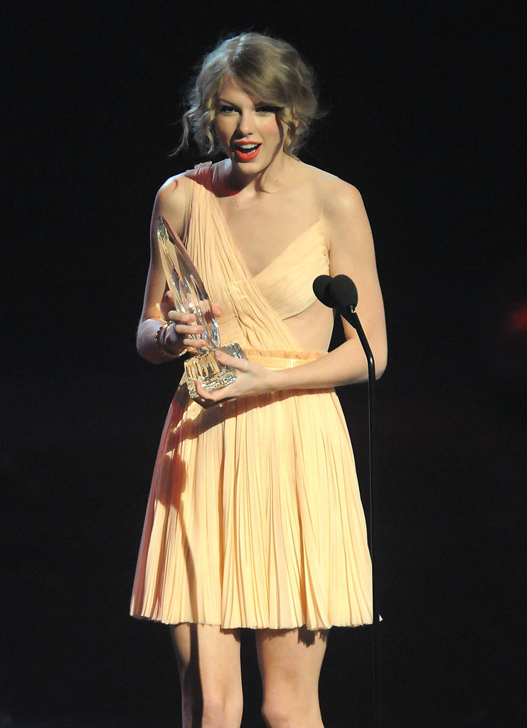 Taylor Swift looked surprised while accepting a People's Choice Award in January 2011.