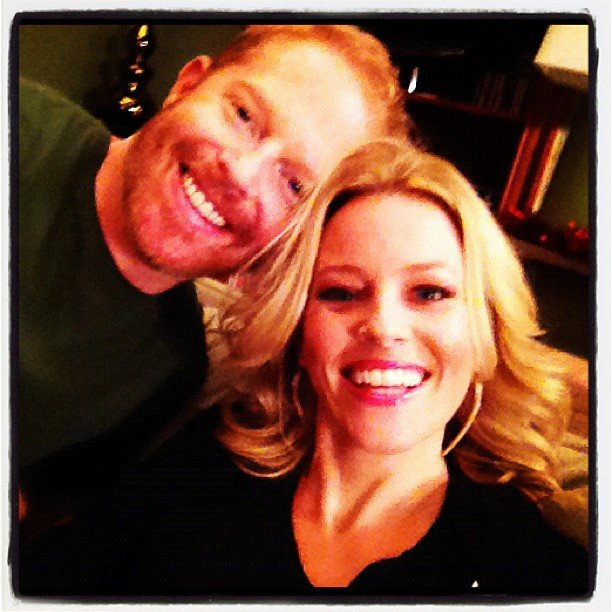 Jesse Tyler Ferguson and Elizabeth Banks posed for a photo together. Source: Instagram user jessetyler