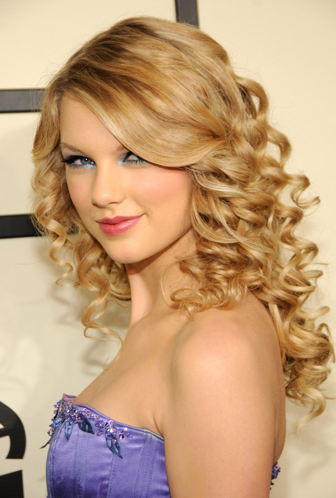 Nominated for best new artist, a glowing Taylor walked the 2008 Grammys red carpet in polished curls. Periwinkle shadow, an obvious Taylor favorite, matched the cool-toned hue of her gown.