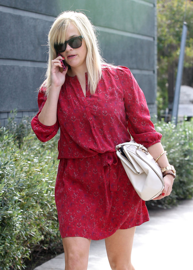 Reese Witherspoon chatted on the phone.