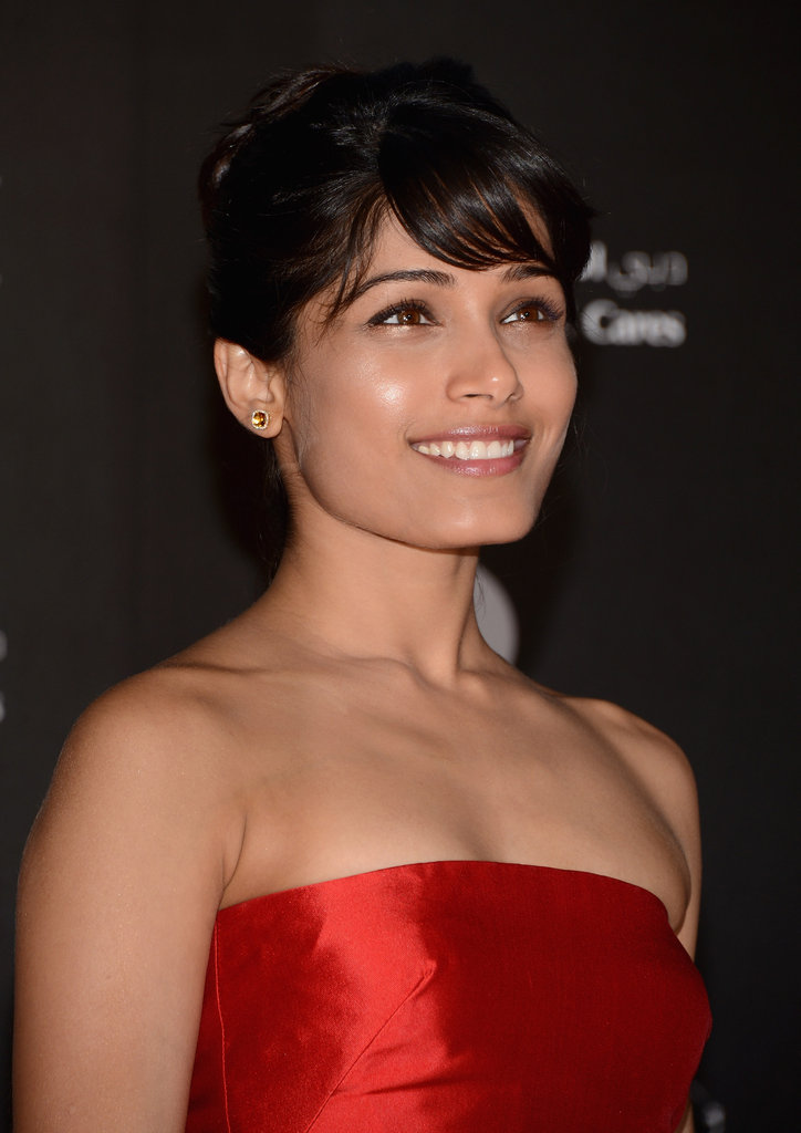 Freida Pinto dazzled in a strapless red gown.