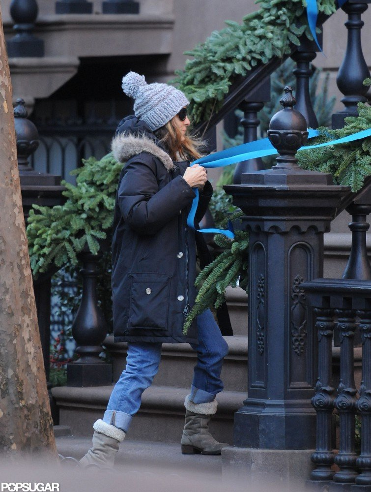 Sarah Jessica Parker tied ribbon around her stoop.