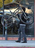 Orlando Bloom easily handled his bike.