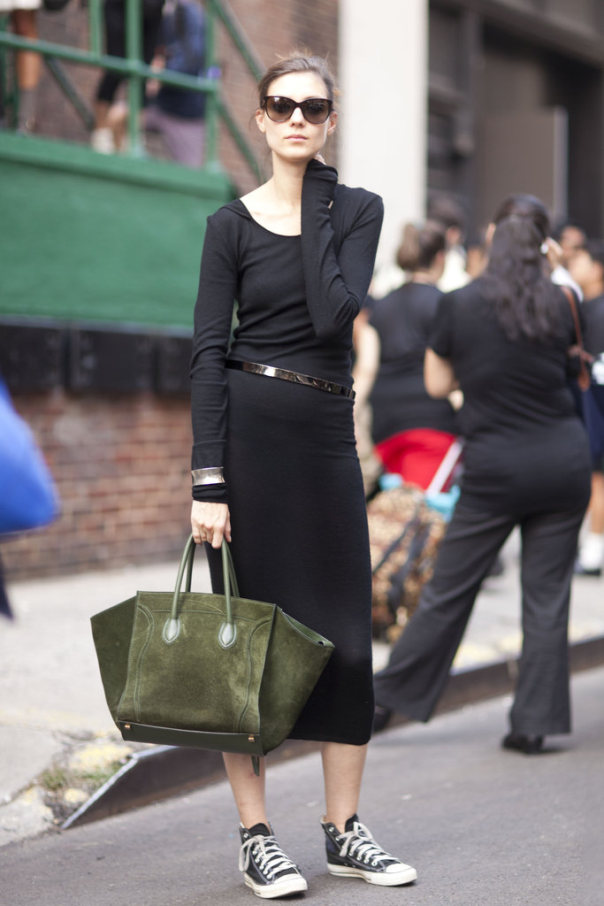 This svelte street styler opted to dress up her casual maxi dress and Converse high-top sneakers with a green suede Céline Luggage Tote.