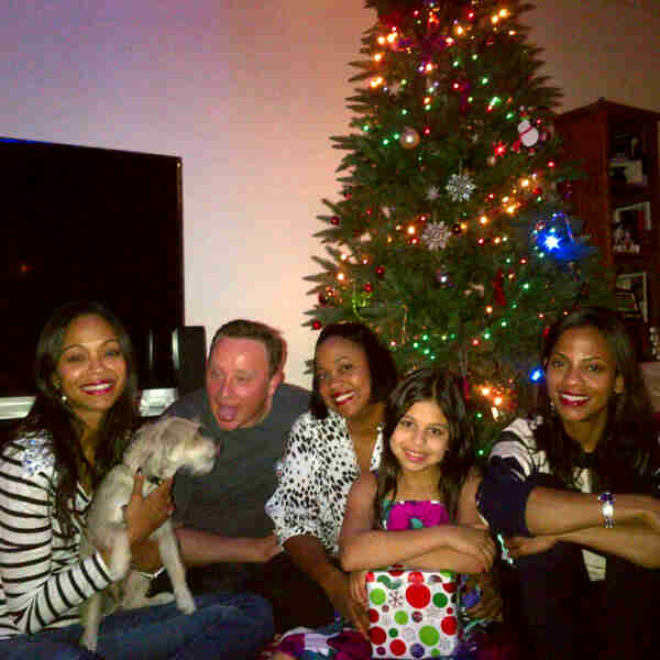 Zoe Saldana shared a family moment in front of her Christmas tree. Source: Twitter user zoesaldana