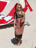 Rachel Zoe walked along the beach.