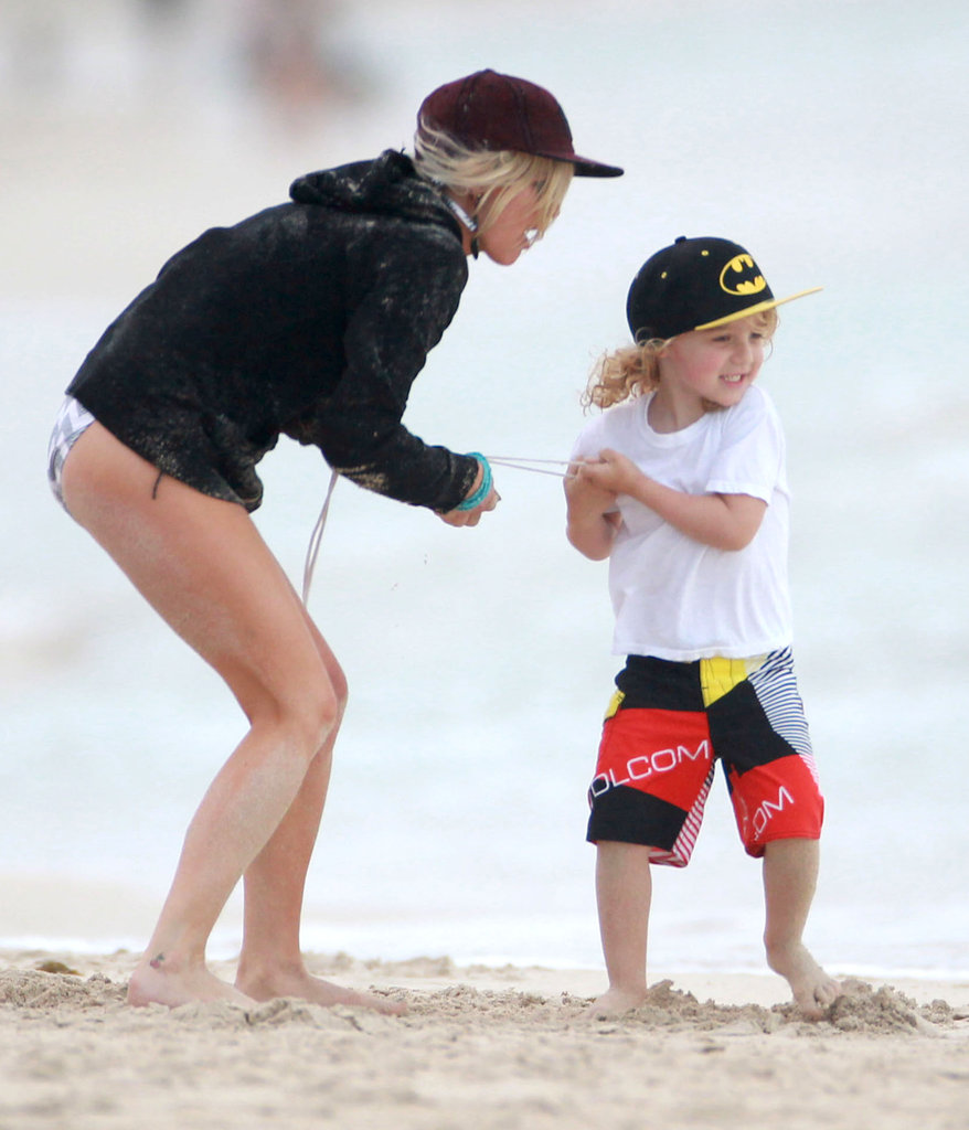 Ashlee Simpson played on the sand with Bronx Wentz.
