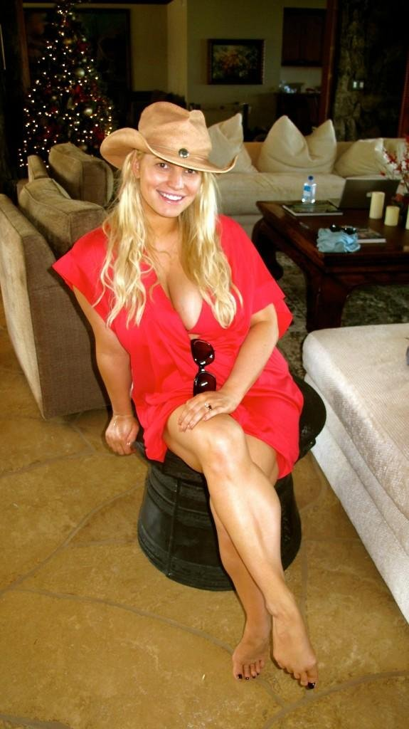 Pregnant Jessica Simpson wore a red bikini top.  Source: Twitter user JessicaSimpson
