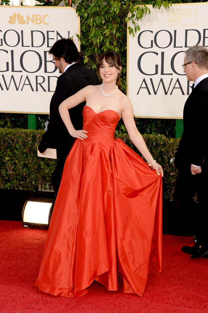 New Girl Zooey Deschanel stunned in her bright red Oscar de la Renta gown.