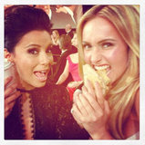 Eva Longoria and Hayden Panettiere munched on cookies during the Golden Globes. Source: Twitter user haydenpanettier