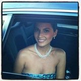 Olivia Munn flashed a smile from her limo before hitting the Golden Globes red carpet. Source: Twitter user GeorgeKotsi