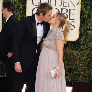 Pregnant Kristen Bell With Dax Shepard at Golden Globes