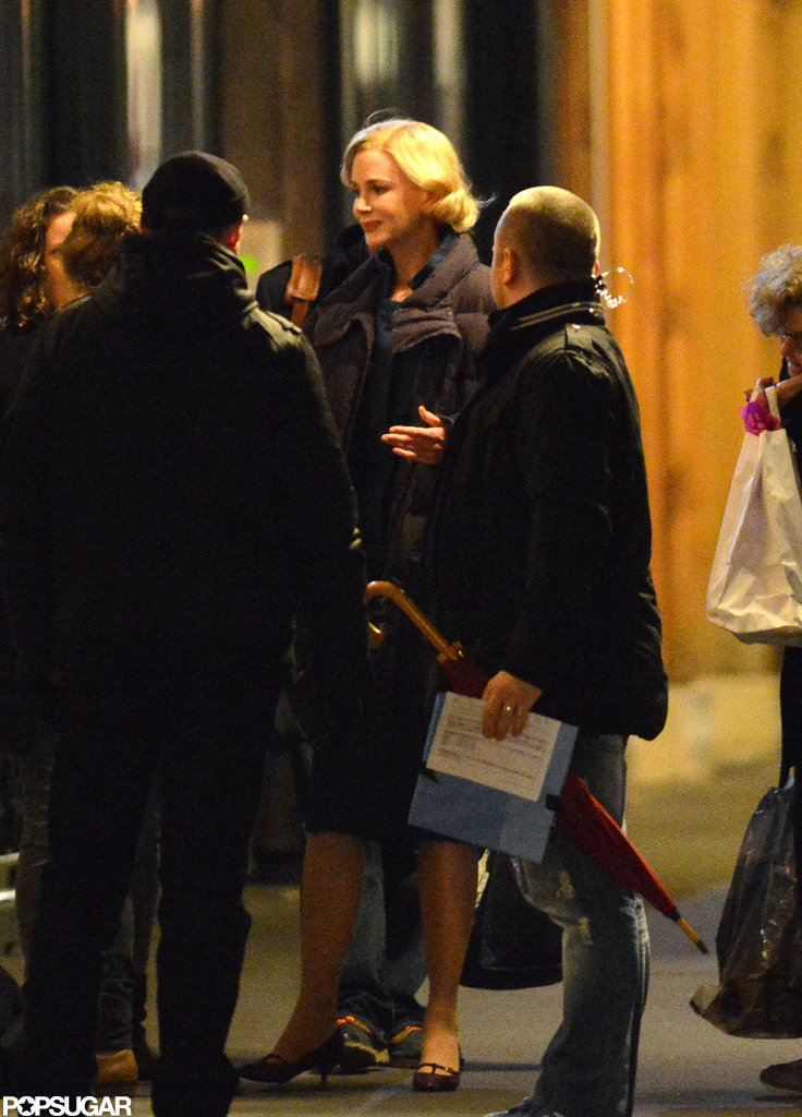 Nicole Kidman chatted with crew members.