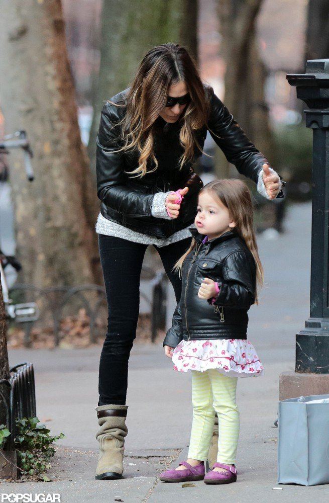Sarah Jessica Parker stopped to put Tabitha's hair in a ponytail.