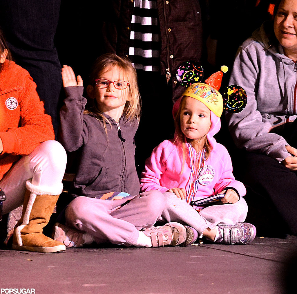 Seraphina and Violet Affleck watched a Disneyland parade.