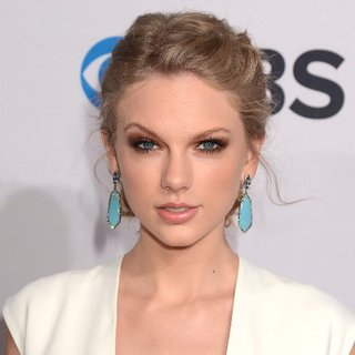 People's Choice Awards Hair and Makeup 2013