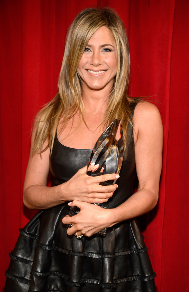 Jennifer Aniston Hangs With Ellen D