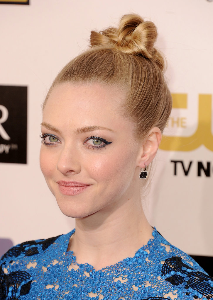 Amanda Seyfried Goes Blue at 2013 Critics' Choice Awards