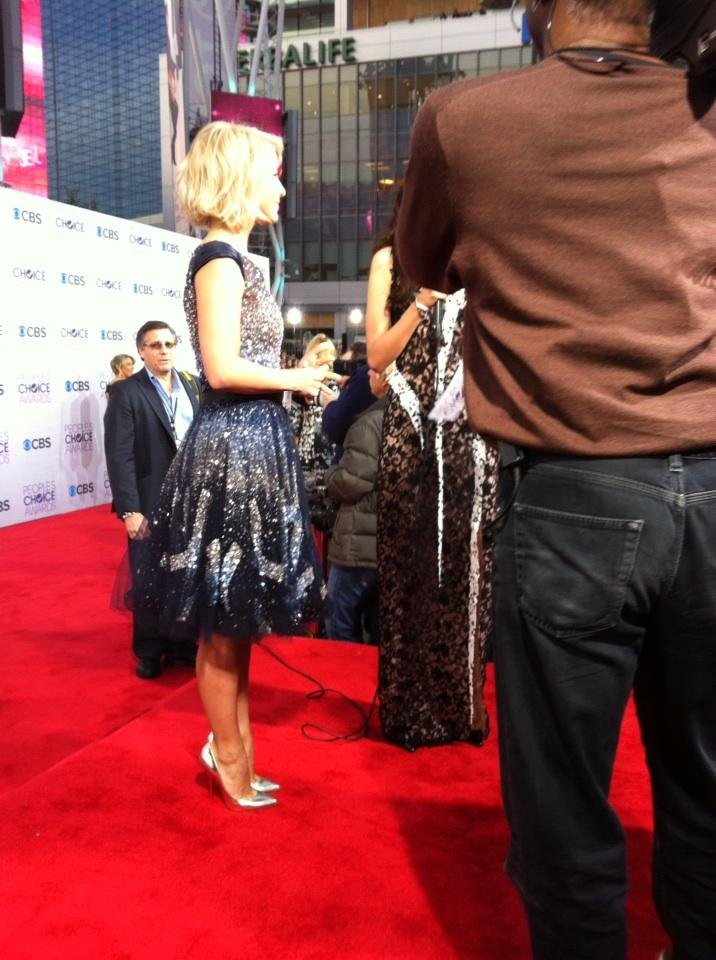 Julianne Hough spoke to waiting media on the red carpet. Source: Twitter user peopleschoice