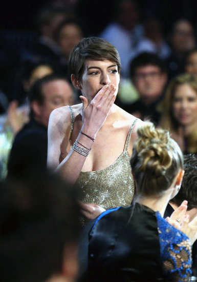 Anne Hathaway blew a kiss to the crowd during the Critics' Choice Awards.