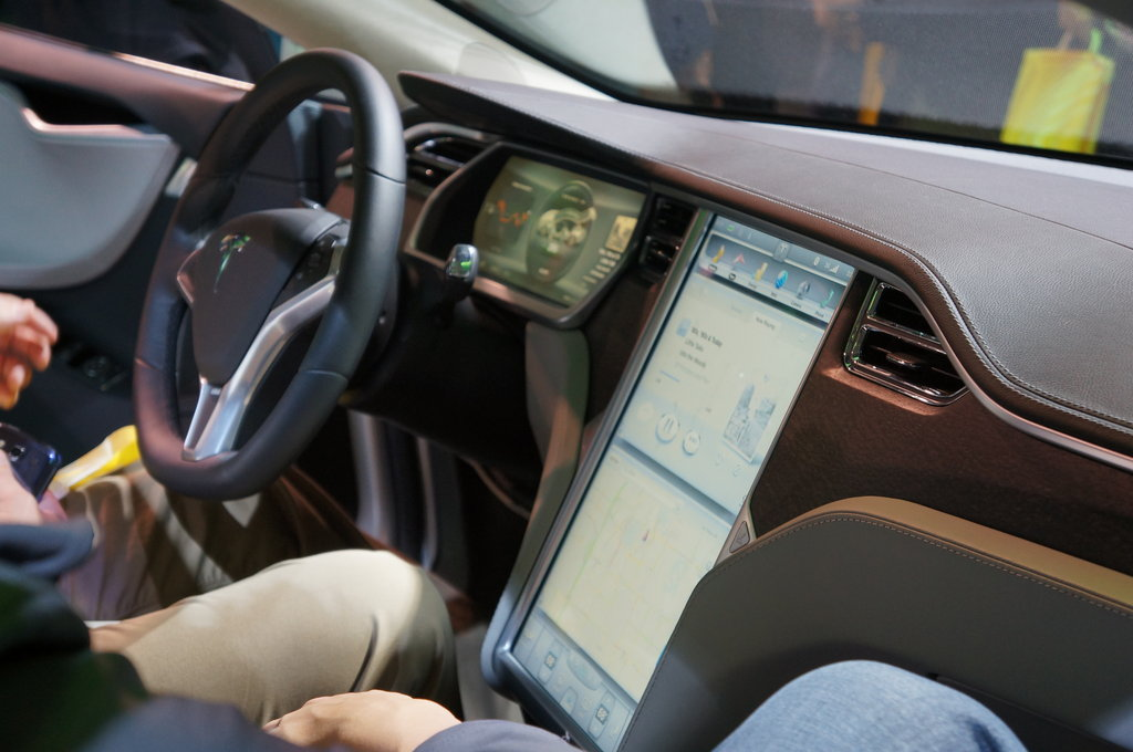 Model S 17-inch Built-In Display