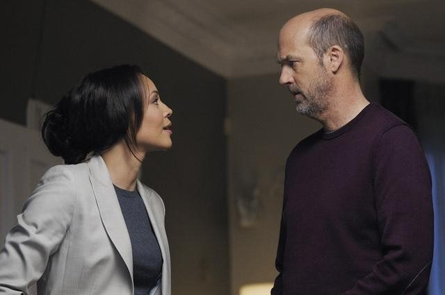 Carmen Ejogo and Anthony Edwards in Zero Hour.