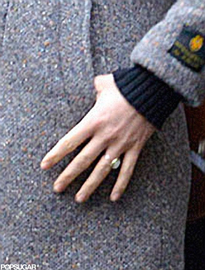 Olivia Wilde's engagement ring is said to be an antique.