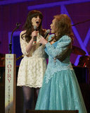 Zooey joined country legend Loretta Lynn on stage in a flared (and flirty) white lace number and dark tights.