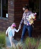 Jennifer Garner Spends an LA Day Hand in Hand With Sera