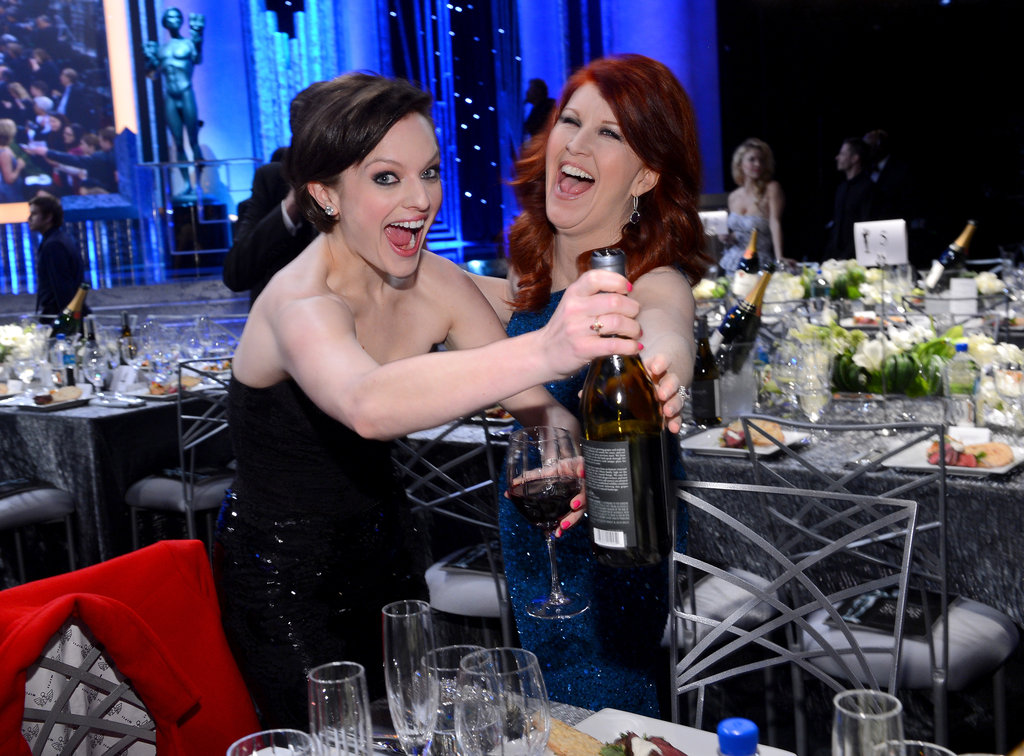 Elisabeth Moss joked around with Kate Flannery.