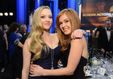 Amanda Seyfried threw her arm around Isla Fisher.