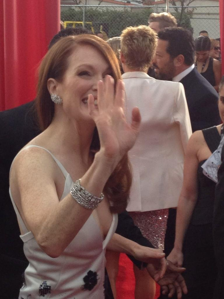 A close-up look at Julianne Moore's sparkling jewels. Source: Twitter user LOrealParisUSA