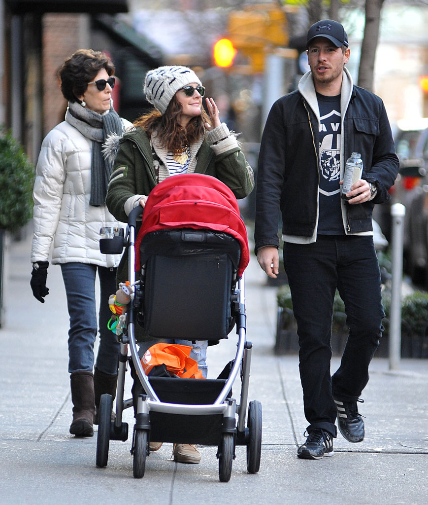 Drew Barrymore and Will Kopelman went for a stroll with their daughter, Olive, during a January 2013 trip to NYC.