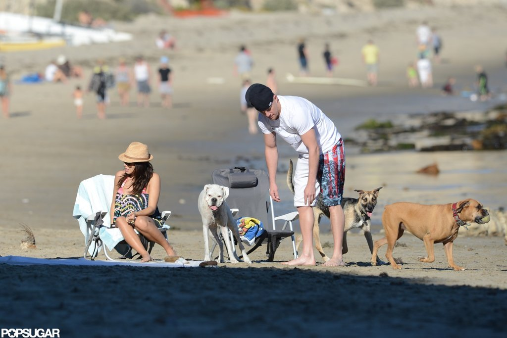 Channing Tatum and Jenna Dewan got settled for a day at the beach.