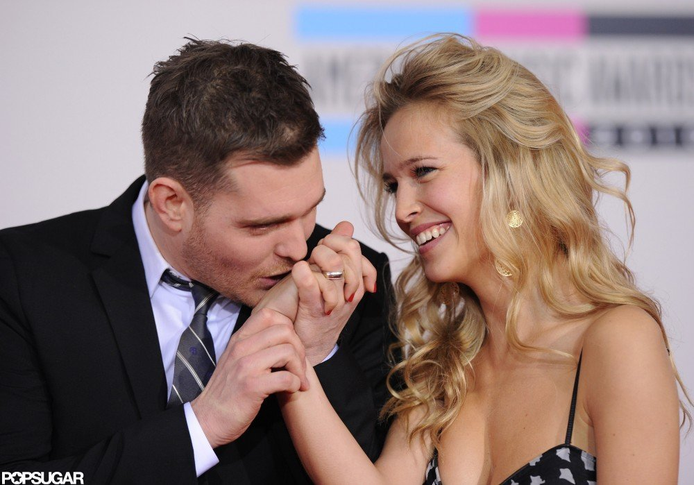 Michael Bublé kissed Luisana Lopilato's hand at the November 2010 American Music Awards.