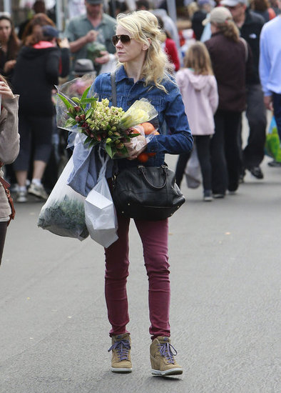 Naomi Watts picked flowers at a farmers market on Sunday before the SAG Awards.
