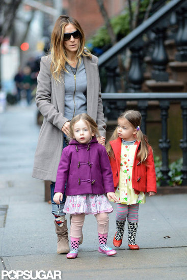 Sarah Jessica Parker wore a coat and a gray sweatshirt.