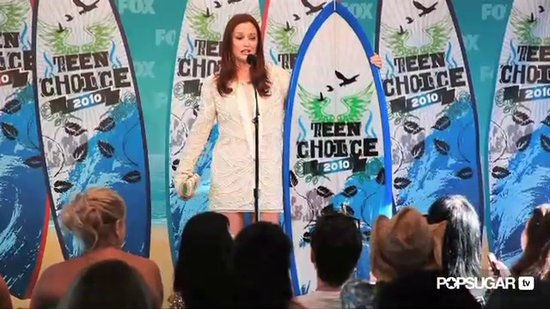 Cat Deeley, Selena Gomez, & Leighton Meester In Little White Dresses at the Teen Choice Awards!