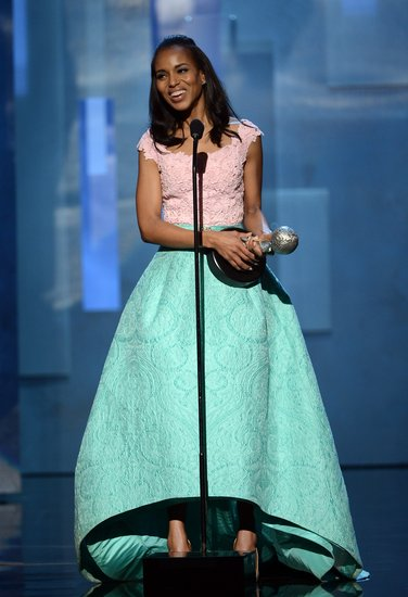 Kerry Washington wore a pastel Oscar de la Renta gown to take the stage at the NAACP Image Awards in LA.
