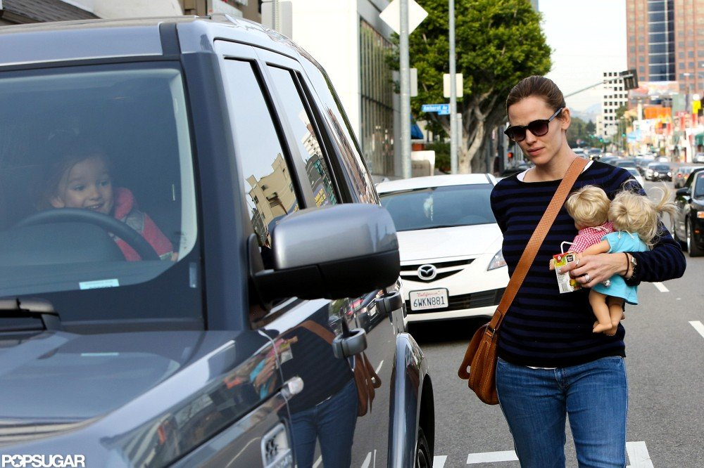 Jennifer Garner got into her car with Seraphina.
