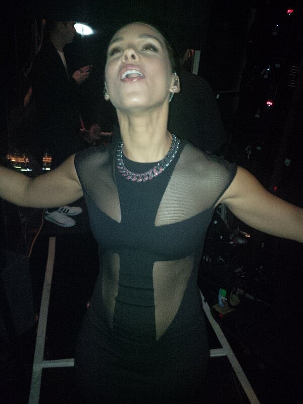 Alicia Keys shared a shot of herself right after her Grammy performance. Source: Twitter user AliciaKeys