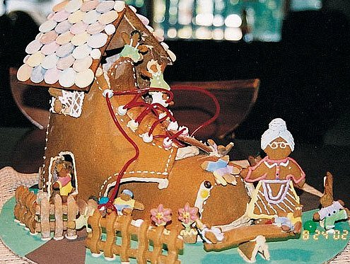 15 Awe-Inspiring Gingerbread Houses (PHOTOS)