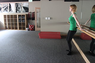 Thigh Exercise Using Door