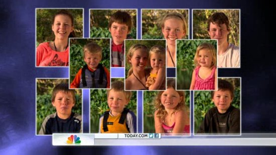 Family of 14 Finds Freedom in an RV (VIDEO)