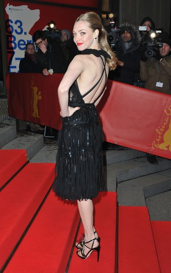 Amanda Seyfried wore black to the Les Misérables premiere on Saturday.